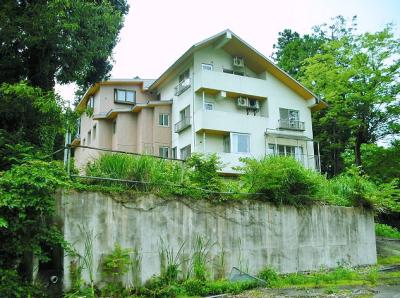 新潟県上越市 13LDK+7納戸 上越の奥座敷に立つ孤高の3階建 490万円!