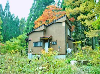 長野県信濃町 黒姫山麓のアトリエ風別荘 450万円