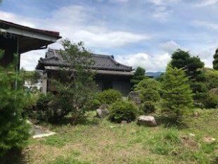 長野県駒ヶ根市 広い庭付きの2K 880万円