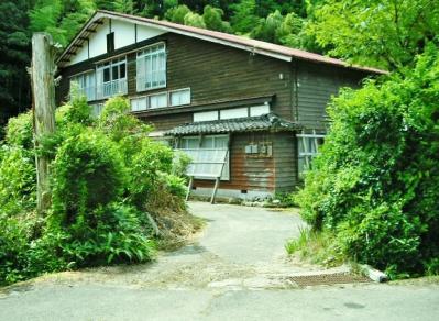 新潟県上越市 サケの遡上が見られる川近くの古民家 250万円