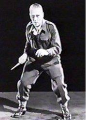 William E.Fairbairn in una delle sue guardie