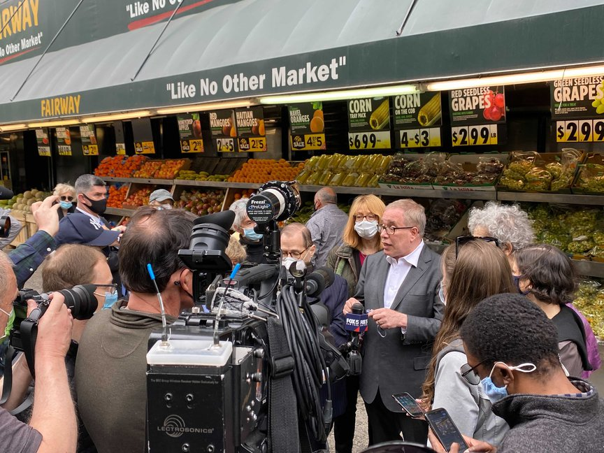 Mayoral candidate Scott Stringer held a press event on Sunday in front of Fairway Market.