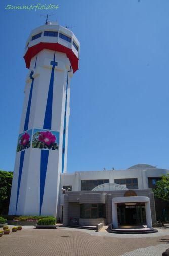 公園入口にある宇宙展望塔