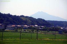 遠くにかすむ筑波山@北浦湖畔-新鉾田駅間