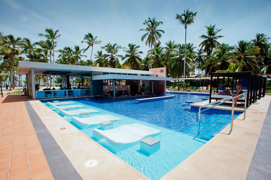 piscina-3-hotel-riu-palace-macao_tcm55-169826