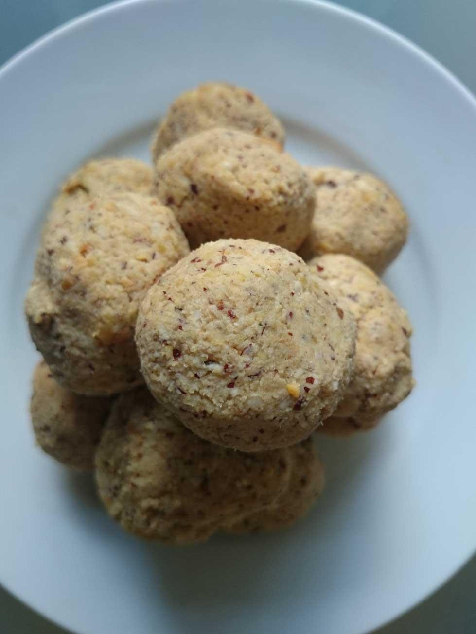 Raw zucchini sweet balls