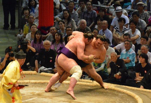 El georgiano Tochinoshin sumó hoy su primera victoria como Ozeki (Foto: Nihon Sumo Kyokai)