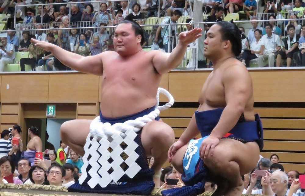 El Yokozuna Hakuho realizando el dohyo-iri