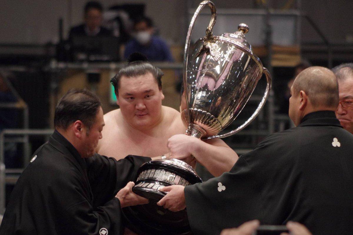 Se confirma la lesión de Hakuho