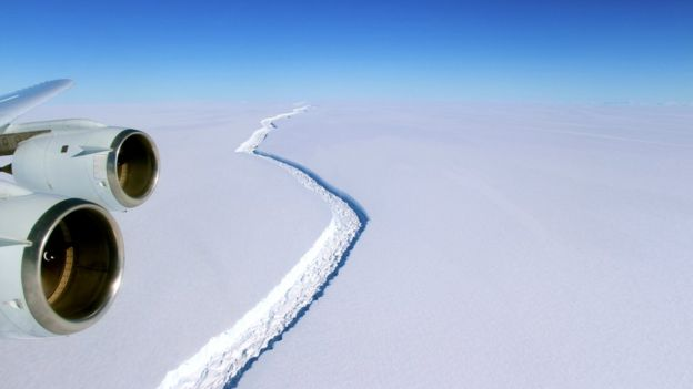 Foto: NASA Gambar yang diambil November tahun lalu dan menunjukkan panjangnya patahan.