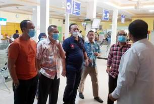 SIAGA: Tim Satgas Gugus Pencegahan Covid-19 melakukan pemantauan selama 24 jam di RSU PDP Corona di Langkat, Senin (23/3).ILYAS EFFENDY/ SUMUT POS