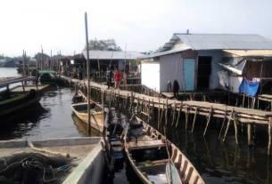 RUMAH NELAYAN: Kondisi rumah para nelayan di Belawan. Kondisi ekonomi nelayan di Belawan saat ini sangat miris akibat dampak Covid-19.