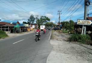 BAYARKAN: Pemkab Dairi melakukan pembayaran pembebasan lahan pelebaran jalan nasional Simpang Salak-TWI Sitinjo mulai dari simpang Salak-Simpang Gardu PLN Panji Sibura-bura sepanjang 1,4 km.