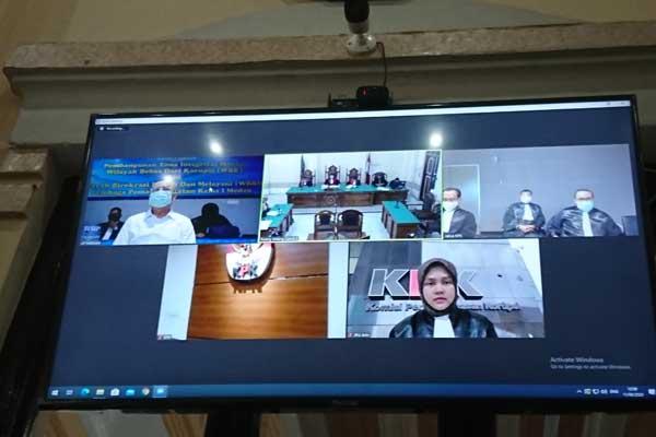 SIDANG: Sidang kasus suap Wali Kota Medan nonaktif T. Dzulmi Eldin, berlangsung secara online di Penadilan Tipikor Medan, akhir pekan lalu.