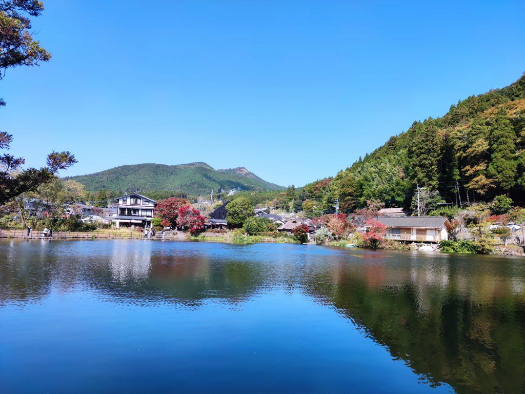 【由布市 金鱗湖】大自然の絵画!?湯布院の秋を求めて紅葉狩り散策♪