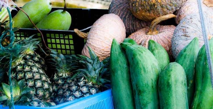 Grüne Papaya vom Markt