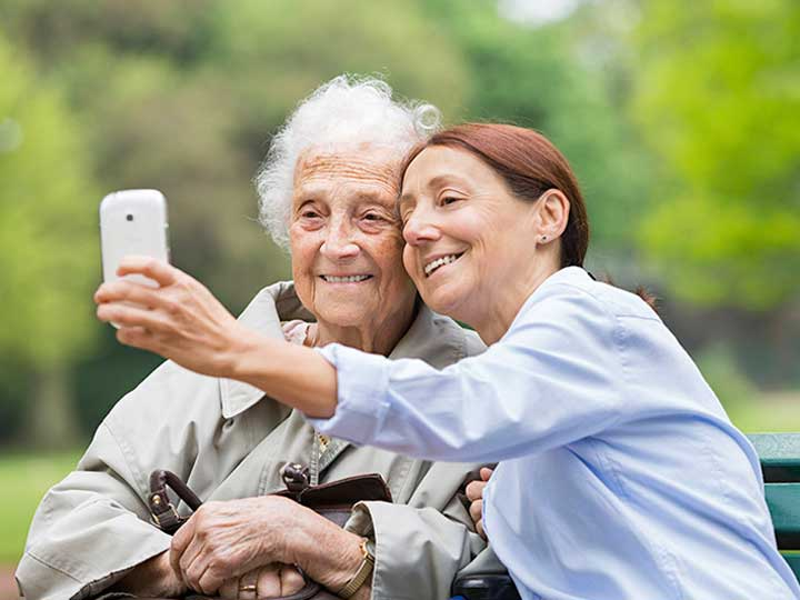 San-Diego-Dementia-Care_Imperial-Beach-Senior-selfie