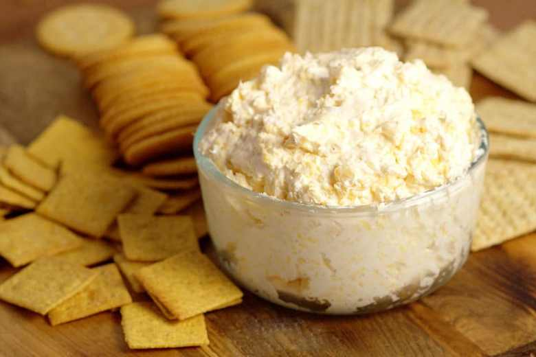 A delicious Ranch Cheddar Beer Dip that will make your mouth water