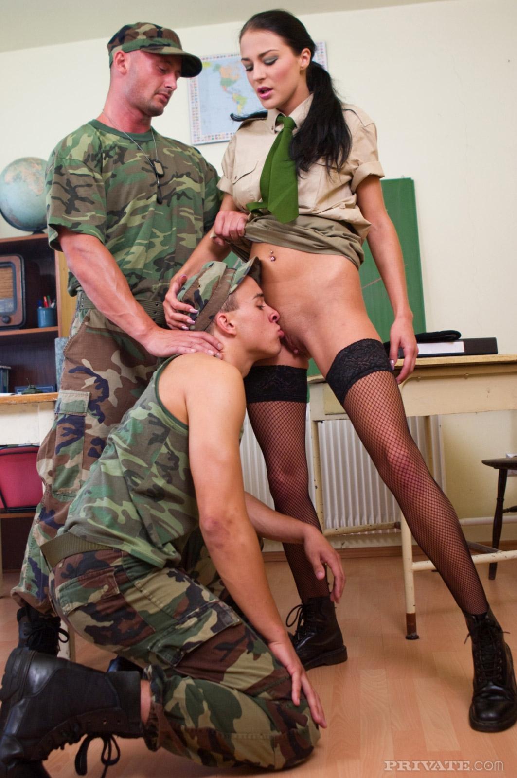 порно фото в военной форме