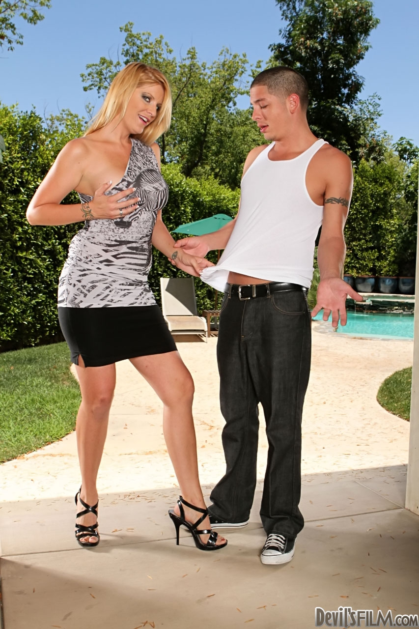 house wife sex boyabout