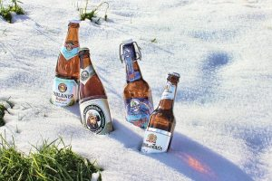 beer-bottles-in-the-snow