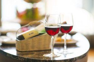valentine's-day-in-stowe-vermont-sundance-vacations-wine-cider