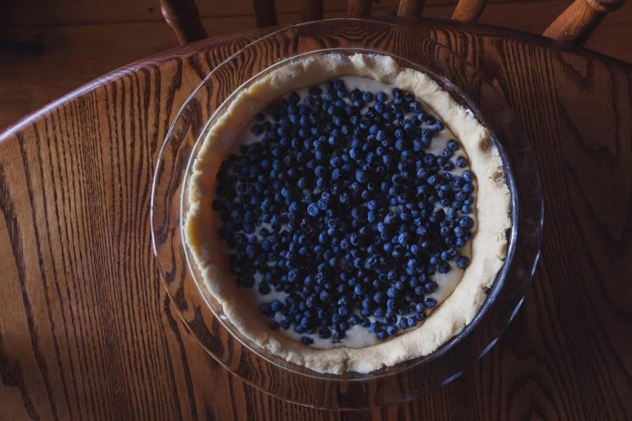adding wild maine blueberries to the mustikkapiirakka