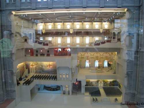 No South Visitor's Center é possível ver uma maquete do interior do Templo e, diferente das Catedrais católicas, o Templo possui vários andares.
