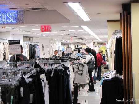 Century 21 - araras de roupas feiminias
