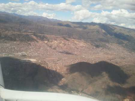 Como é voar de TACA - Olha o aeroporto de cusco lá em baixo