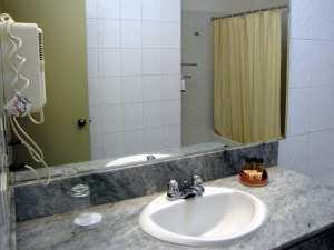 Onde ficar em Lima: Casa Andina Miraflores banheiro