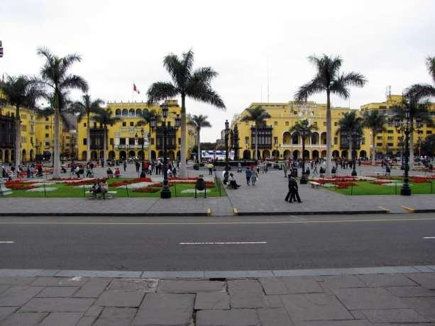 É possível ir para o Peru com crianças - Plaza de Armas de Lima