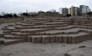 sitios arqueológicos de lima: Huaca Pucllana - livros