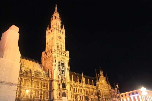 Marienplatz a noite