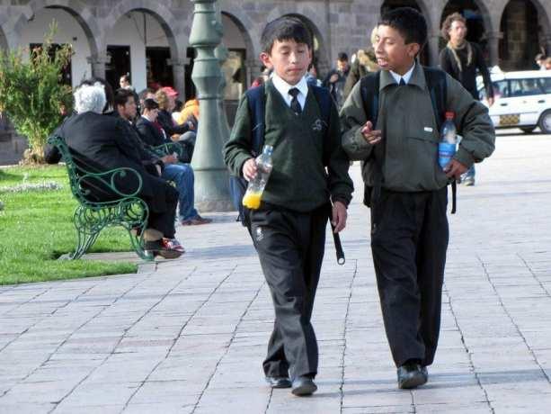 É possível ir para o Peru com crianças - Voltando da escola em Cusco