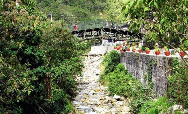 Aguas Calientes - ponte sobre o rio