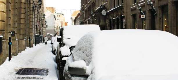 Onde ficar em Montreal - Old Montreal - Carros cobertos de neve