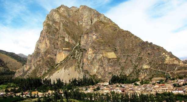 Valle Sagrado - Ollantaytambo - montanha em frente às ruínas