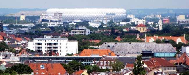 Centro histórico de Munique - Vista da Alianz Arena a partir da St. Peter Church