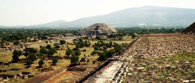 Teotihuacán - Templo da Lua vista do Templo do Sol