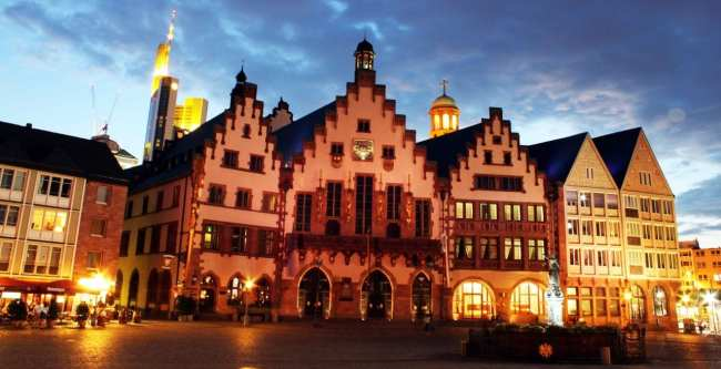 Centro Histórico de Frankfurt - Römerberg: praça de noite 3