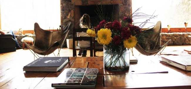 Hotéis Villa la Angostura - Correntoso: Chá da tardeHotéis Villa la Angostura - La Escondida: Living