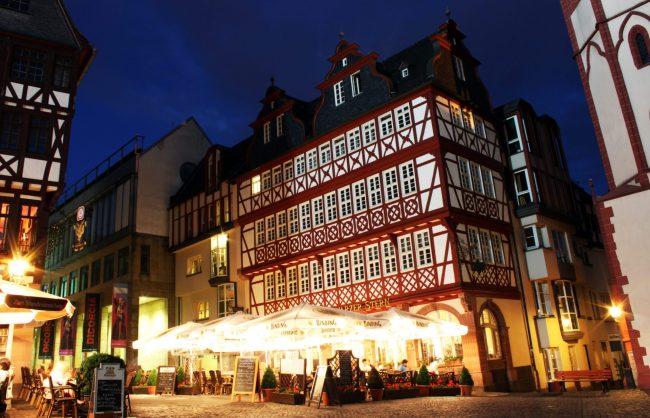 Melhores restaurantes de Frankfurt - Schawarzer Stern no Römerberg