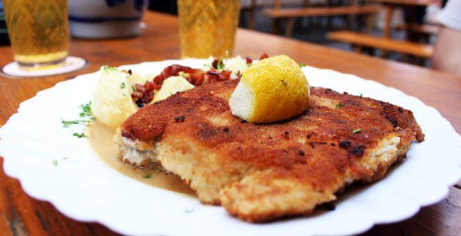 Melhores restaurantes de Frankfurt - Schnitzel do Apfelwein Wagner