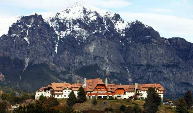 Ode ficar em Bariloche: os melhores hotéis - LLao LLao Hotel visto de longe