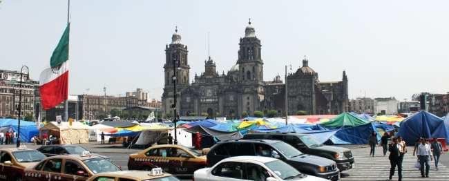 É seguro viajar pelo México - Professores acampados na frente do palácio / occupy Cidade do México