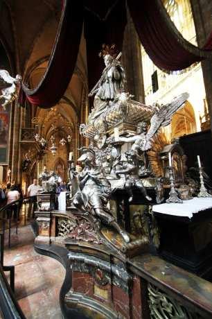 Castelo de Praga - Interior da Catedral de São Vito 4
