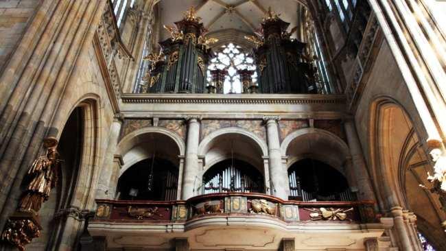 Castelo de Praga - Interior da Catedral de São Vito 5