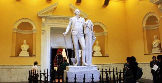 Roteiro de 1 dia em Richmond - Capitólio da Virginia Estátua de George Washington