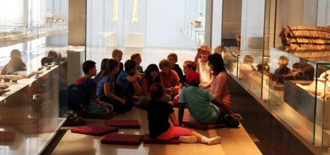 Museu Nacional Germânico de Nuremberg - Crianças estudando